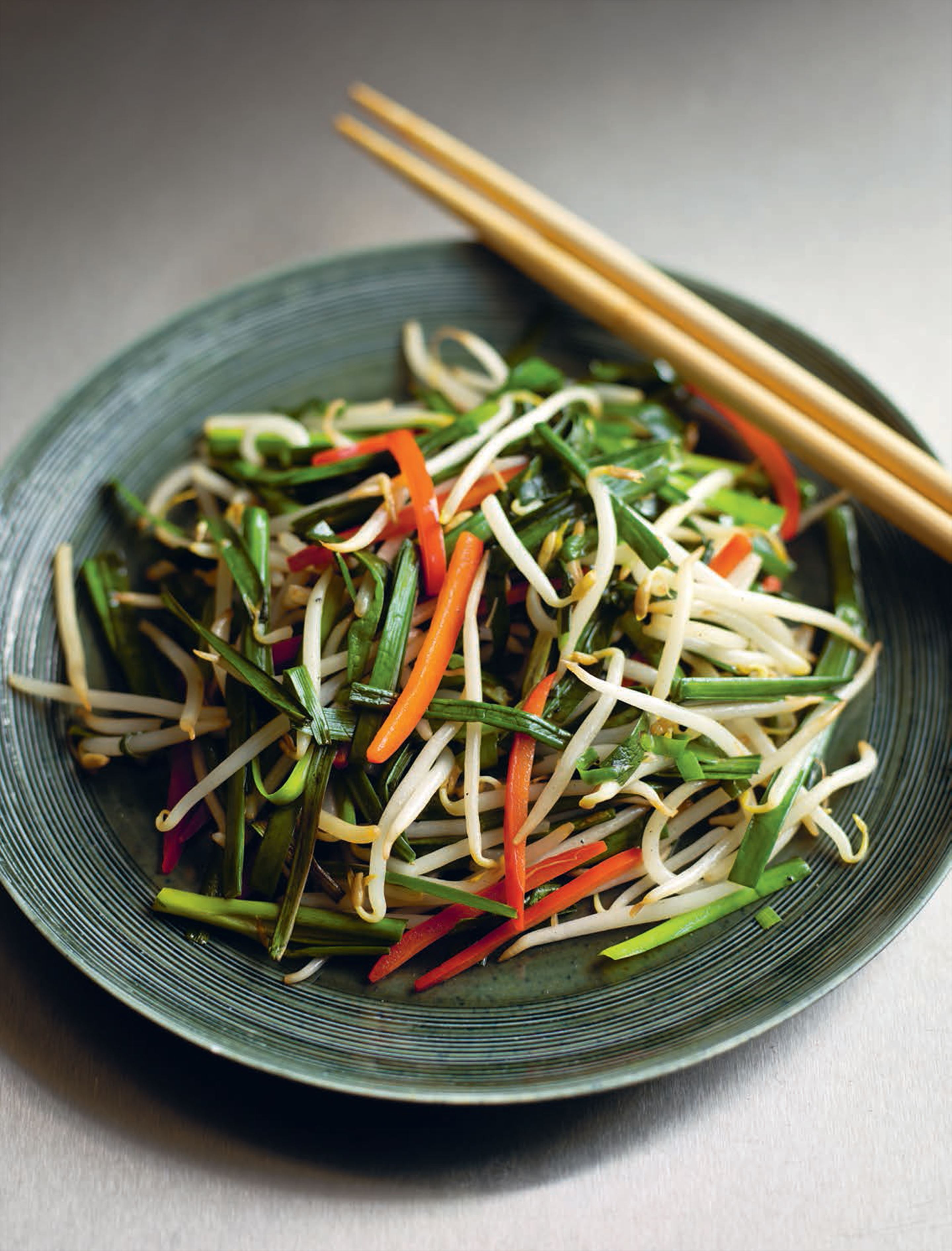 Stir-fried beansprouts with Chinese chives