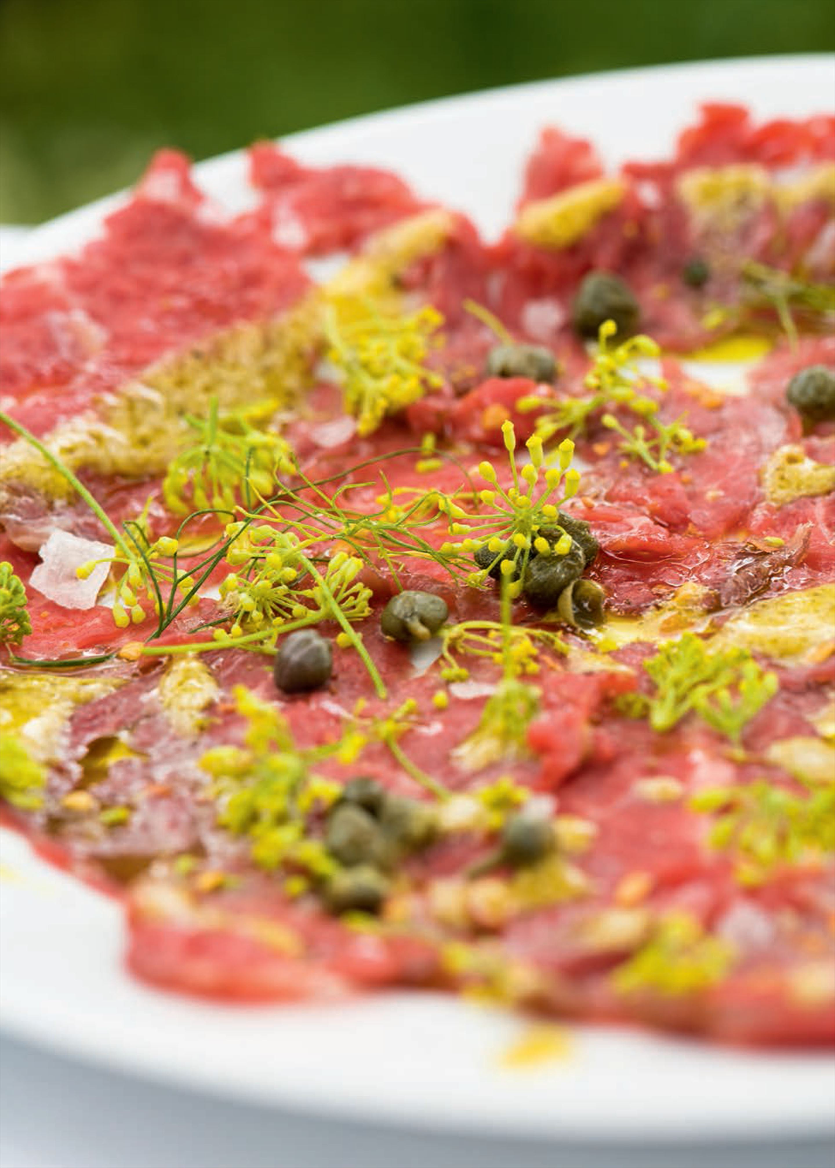 Beef carpaccio with fennel flowers