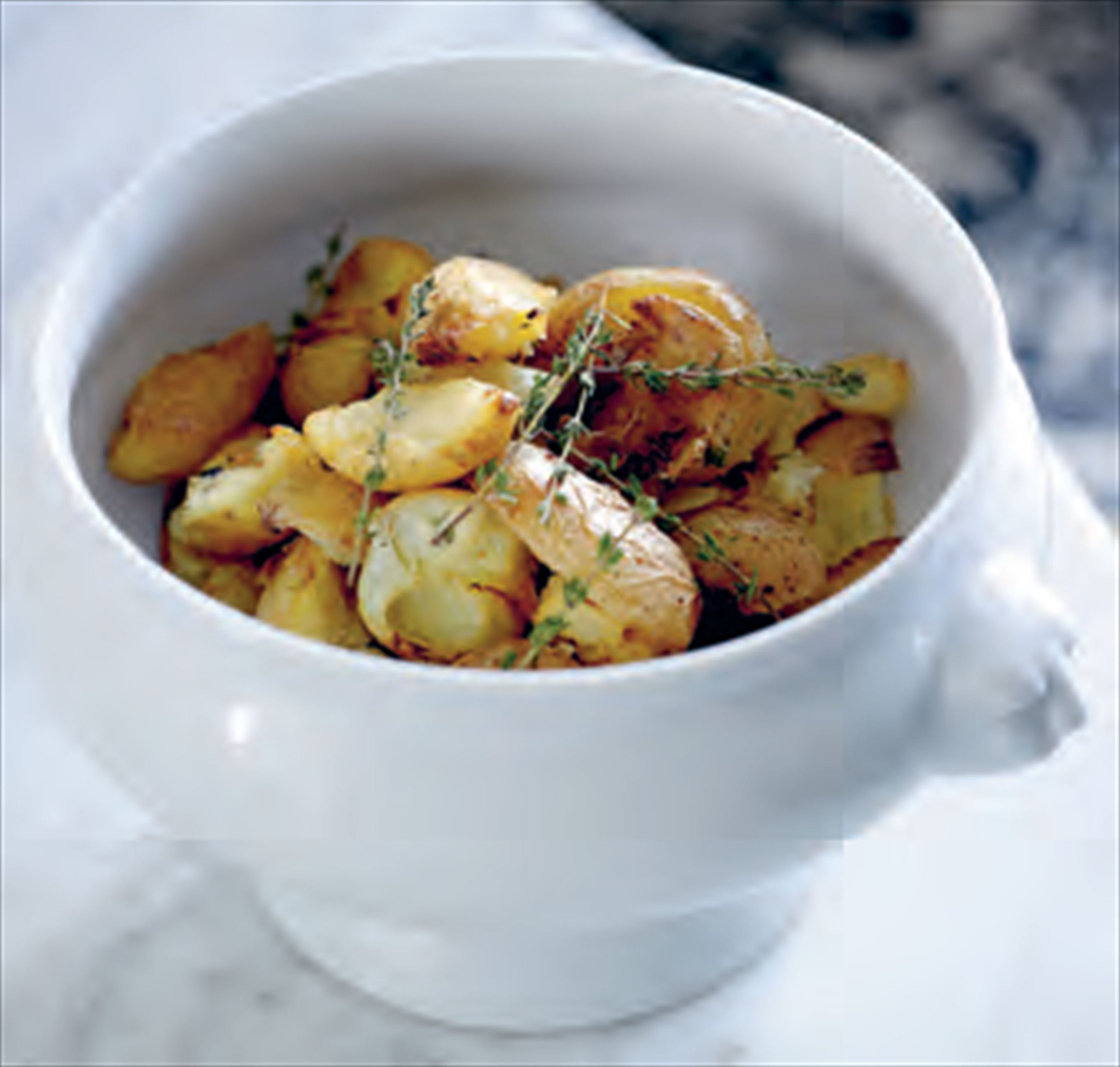 Roasted new potatoes with garlic and thyme