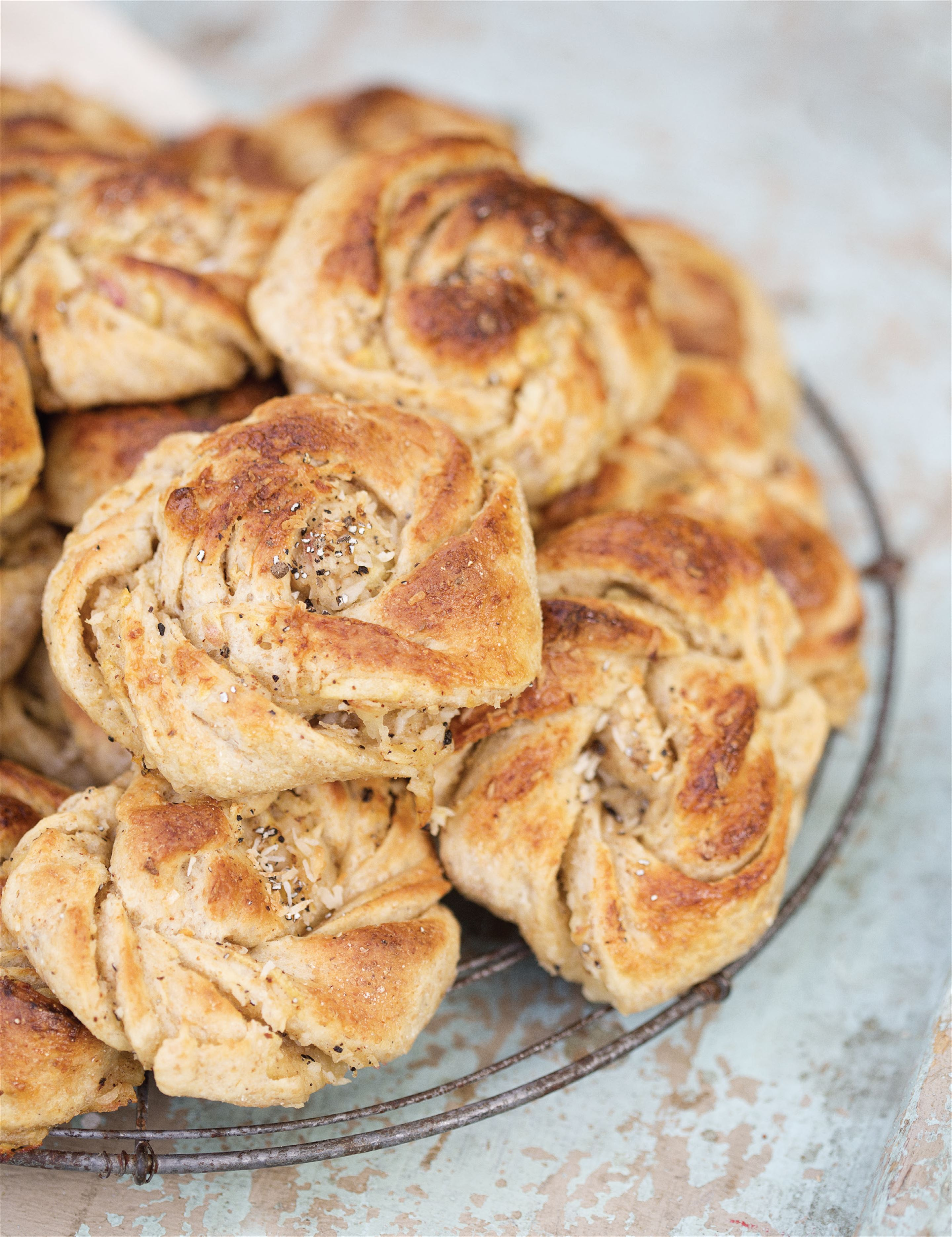 Cardamom and apple buns