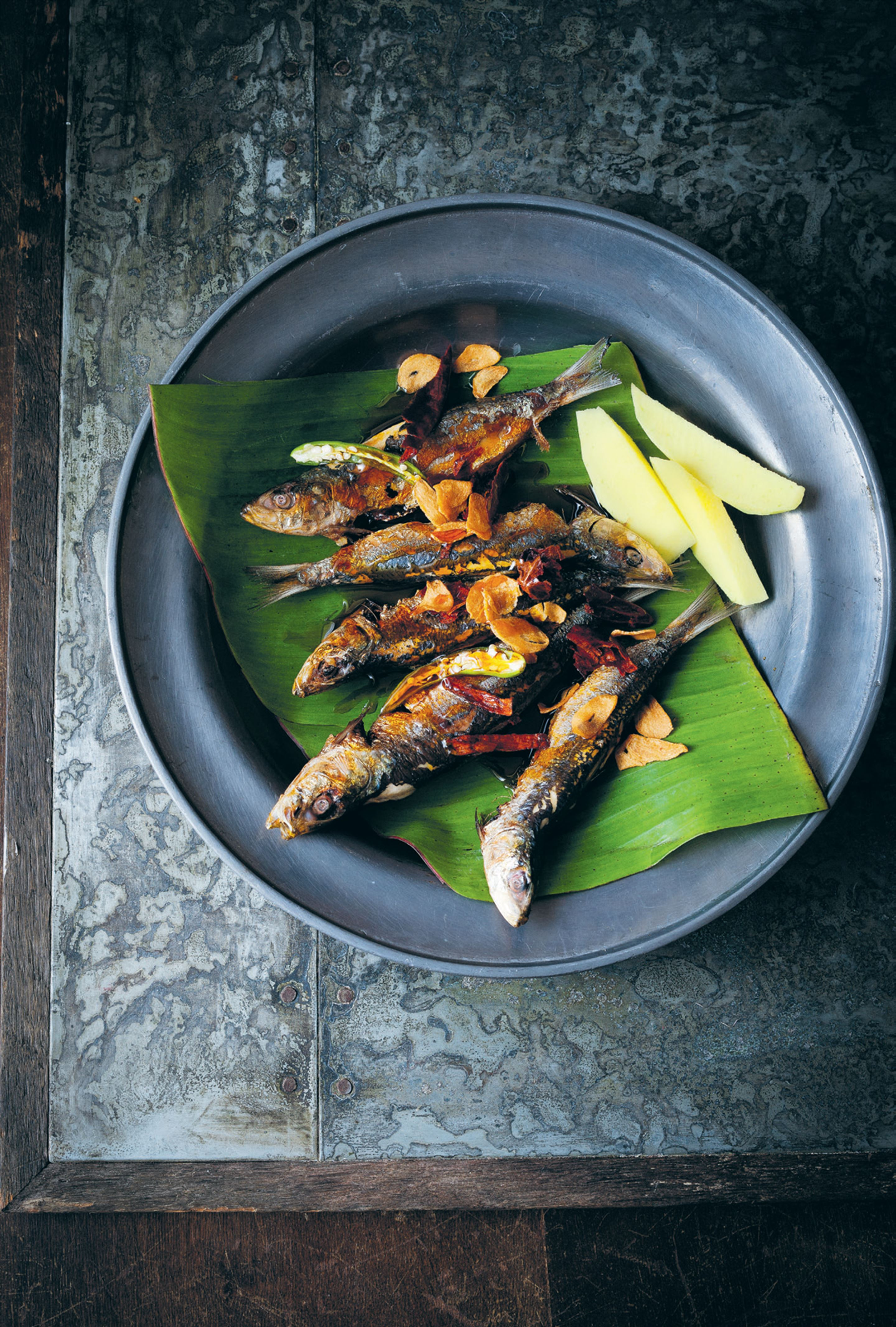 Grilled sardines with sweet fish sauce