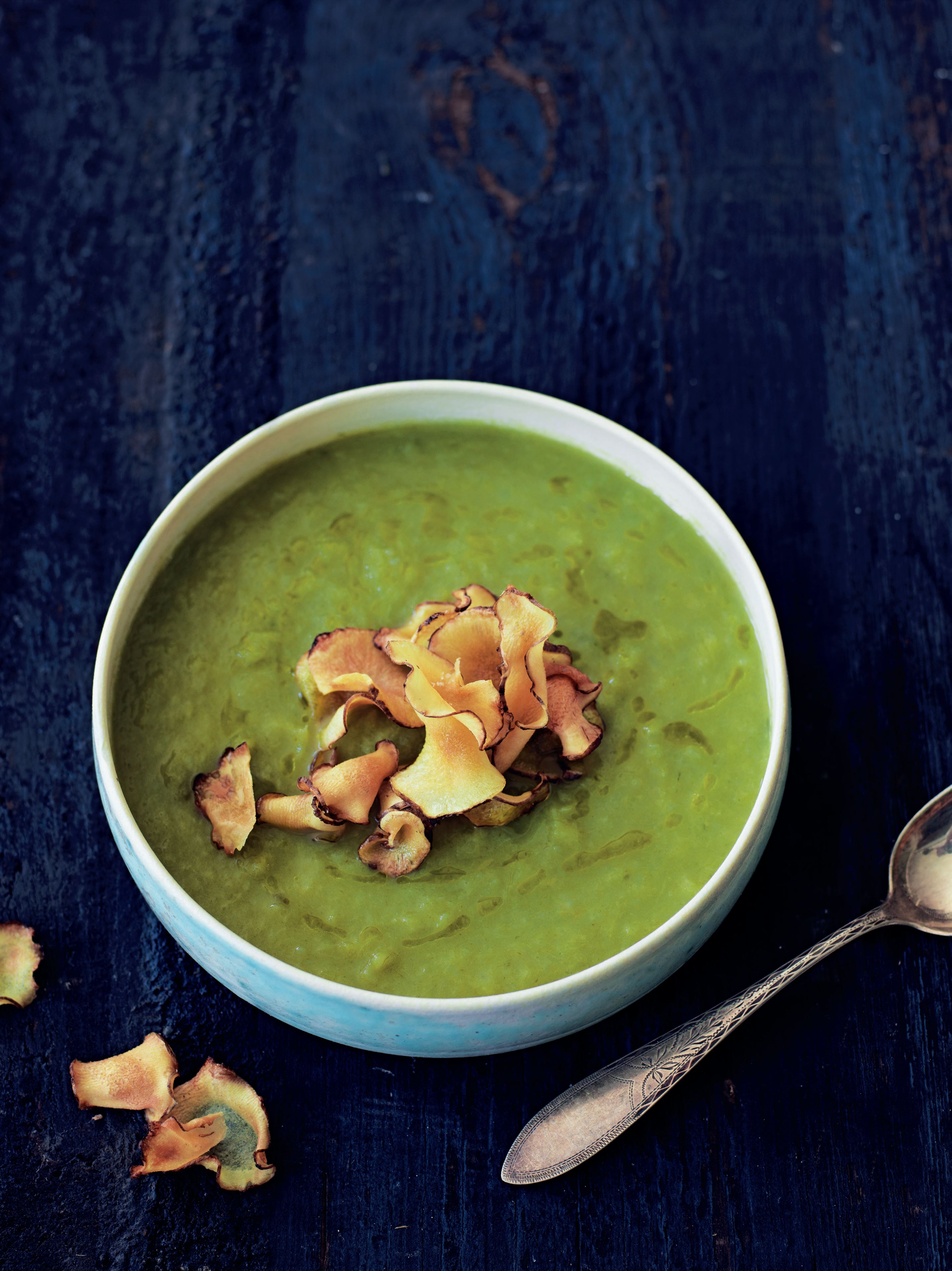 Jerusalem artichoke and leek soup with artichoke crisps
