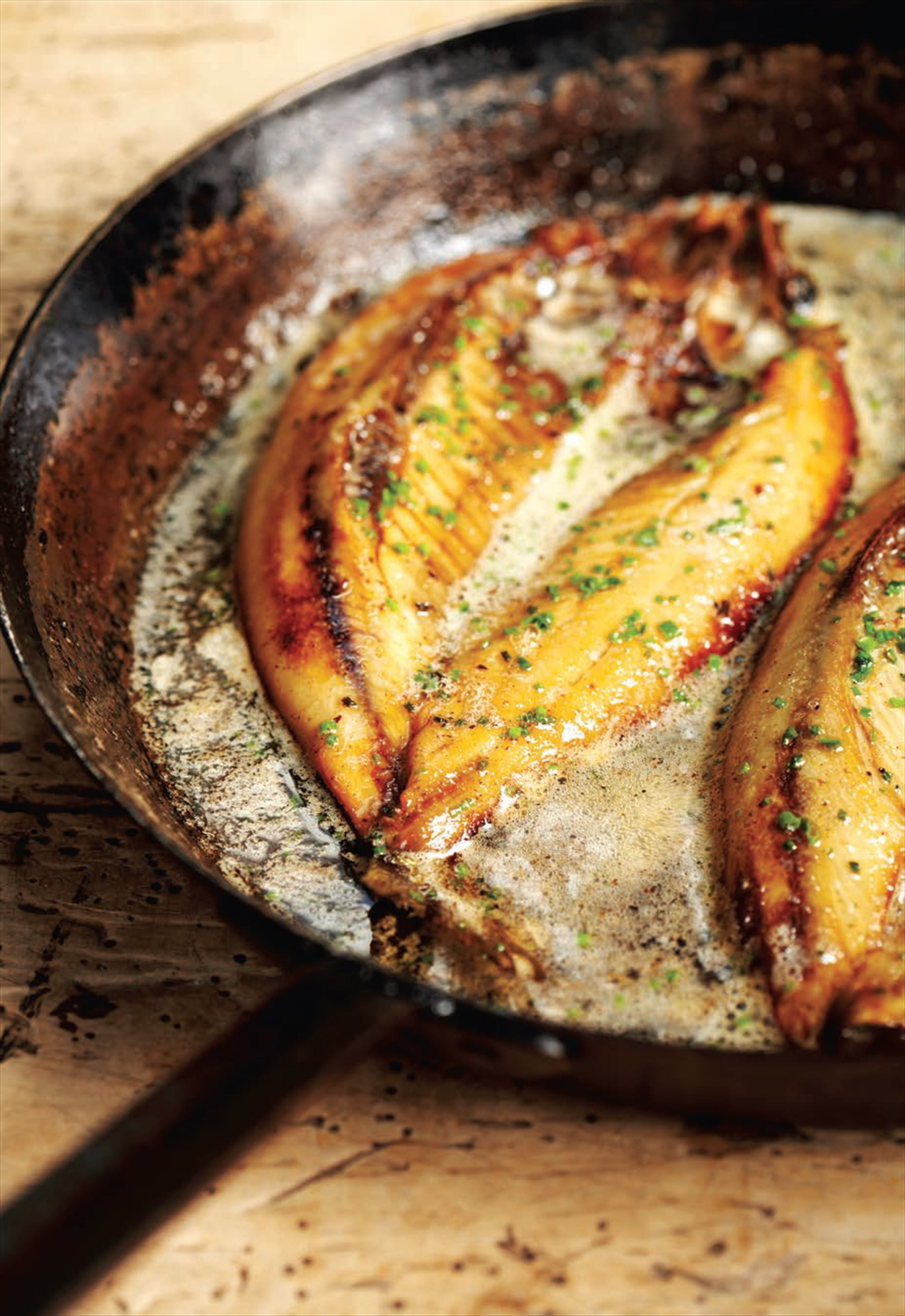 Grilled kippers with lemon butter