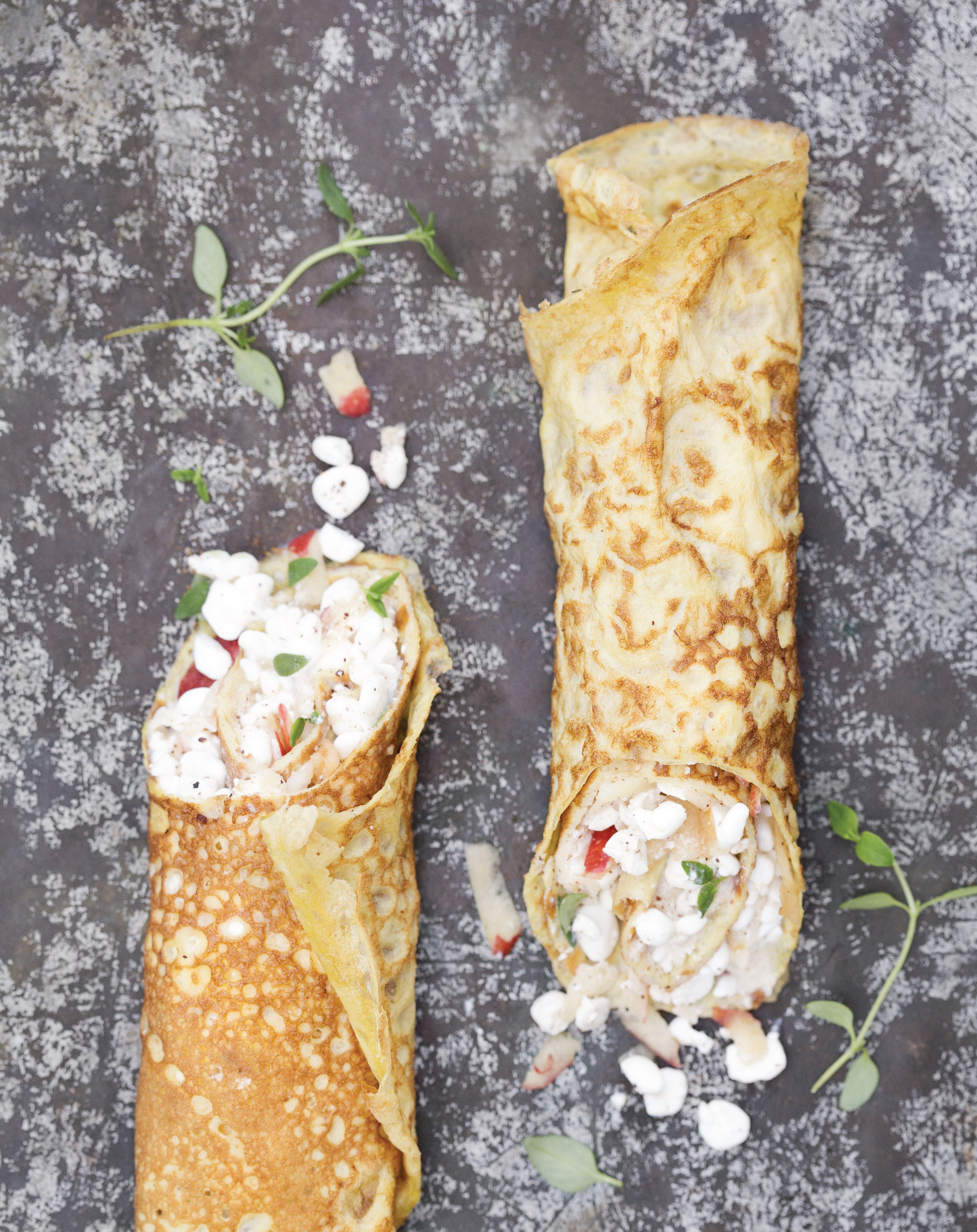 Thin omelette rolls with apple and cottage cheese
