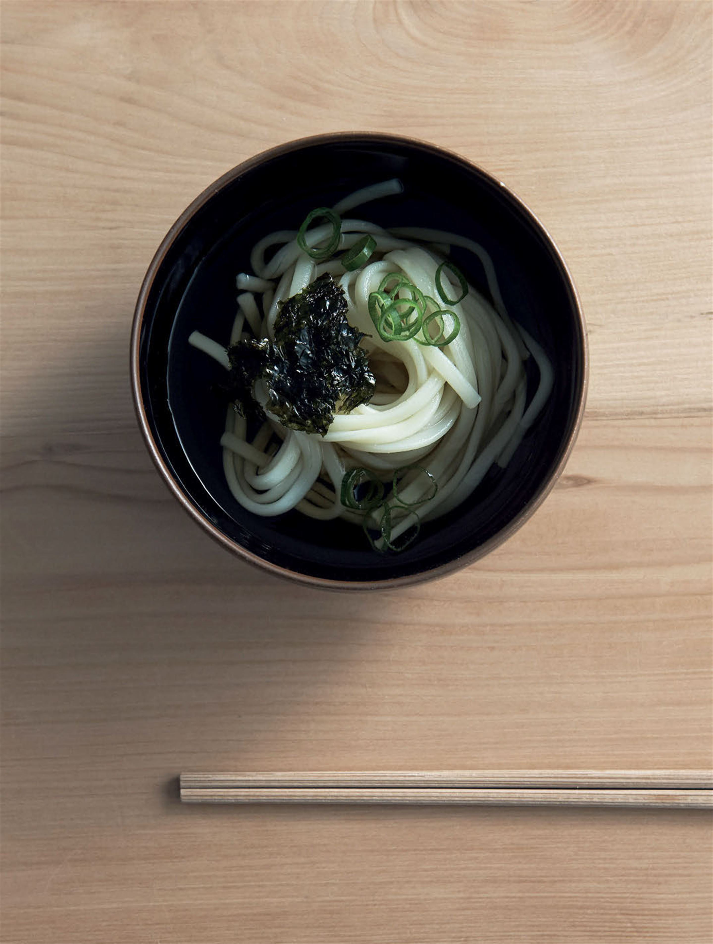 Cold udon noodles with soy dashi