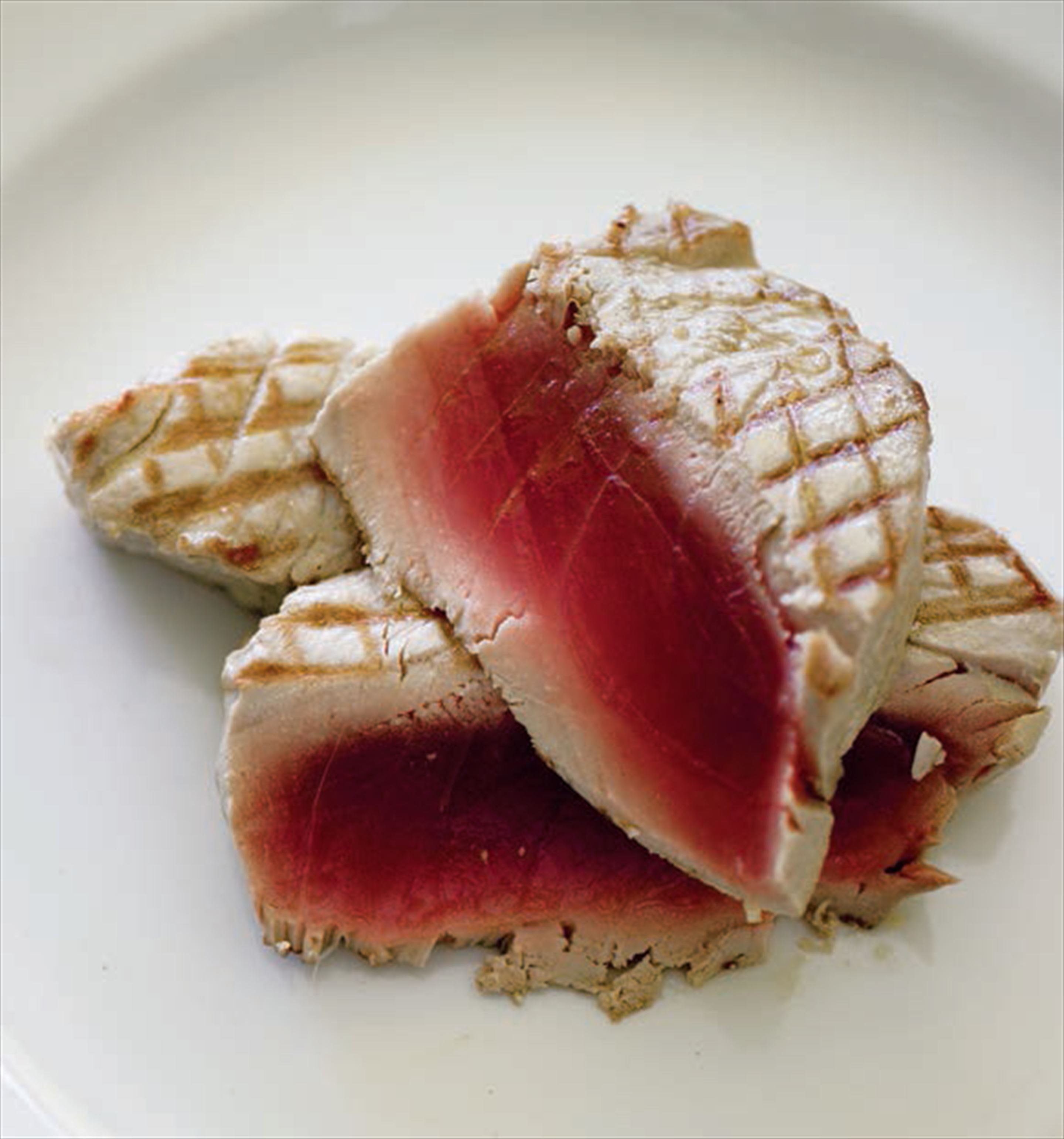 Grilled tuna with pizziola sauce
