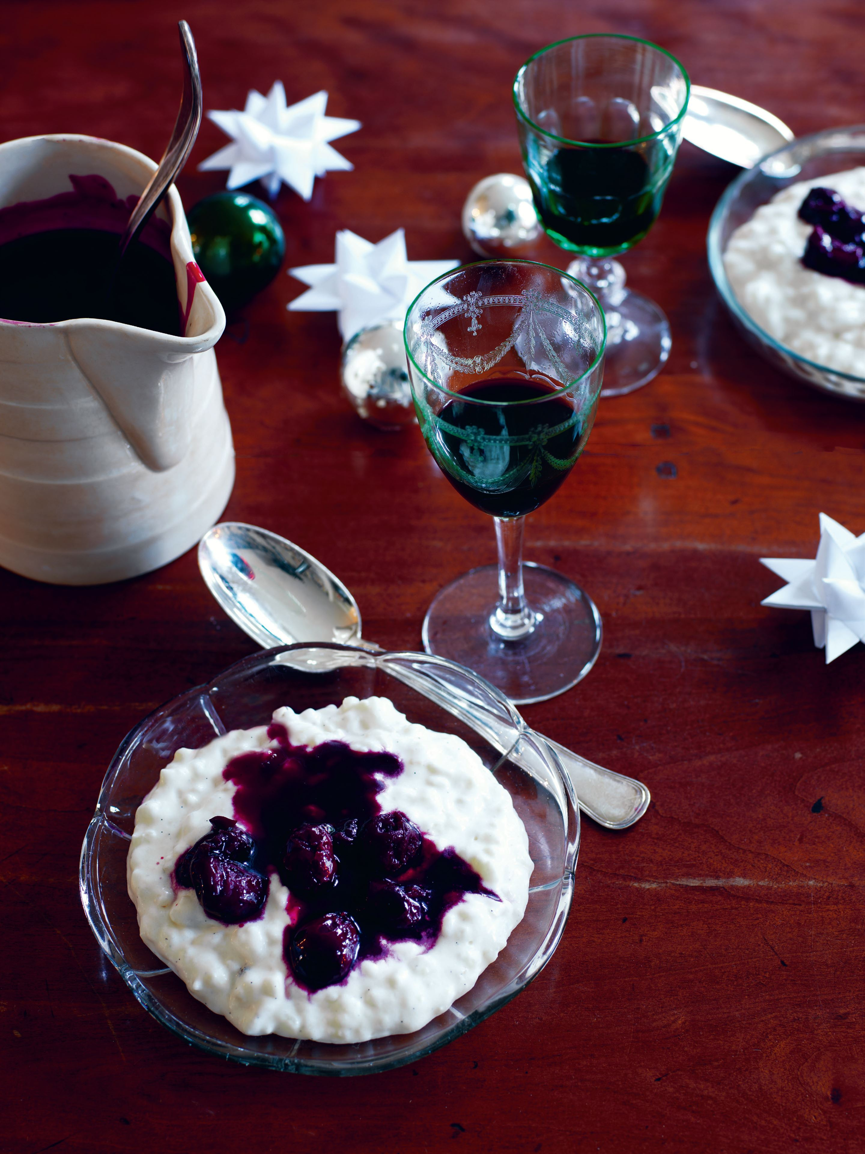 Cold rice pudding with warm cherry sauce