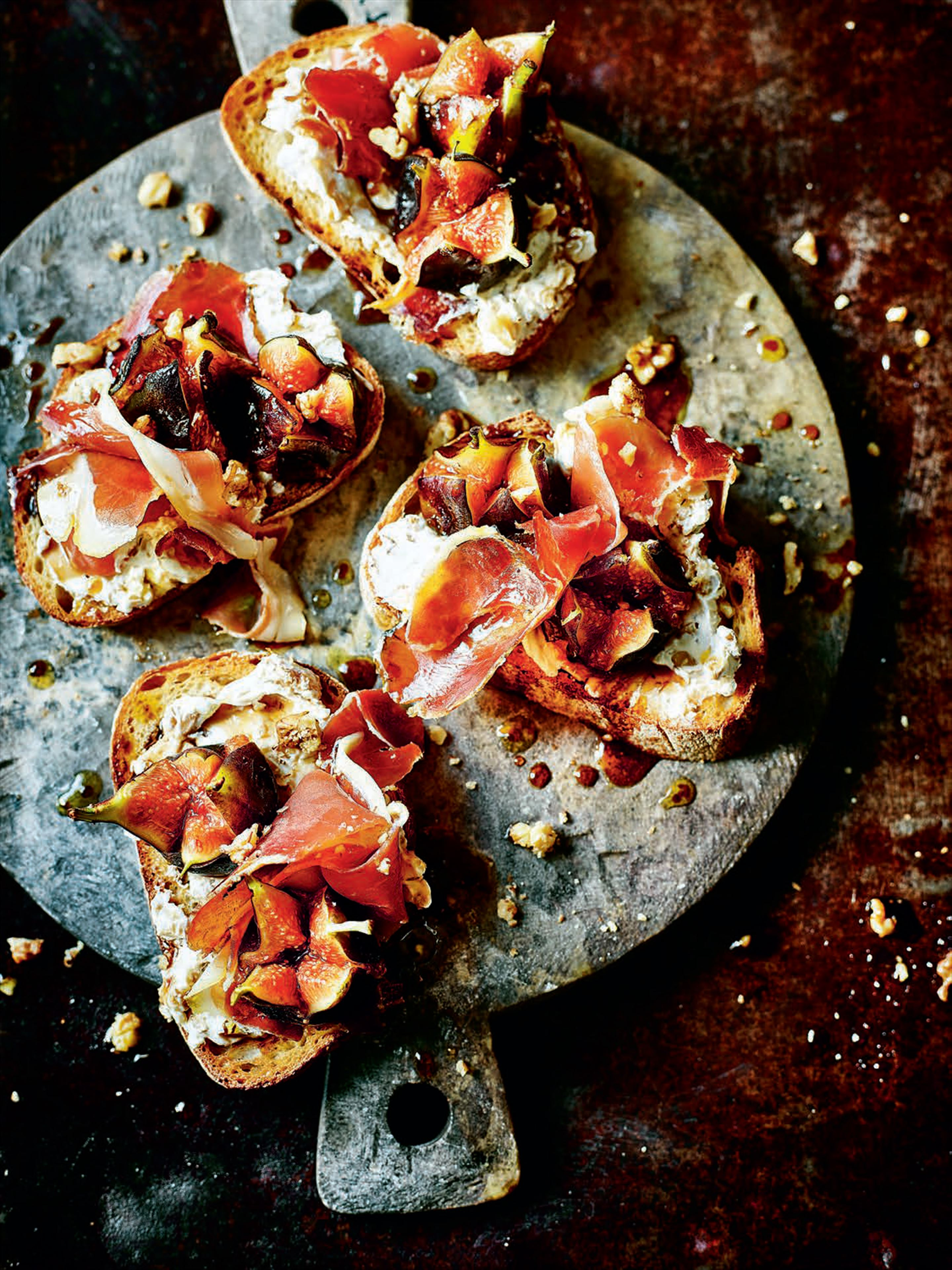 Pan-fried figs, serrano ham, cream cheese and walnuts on toast