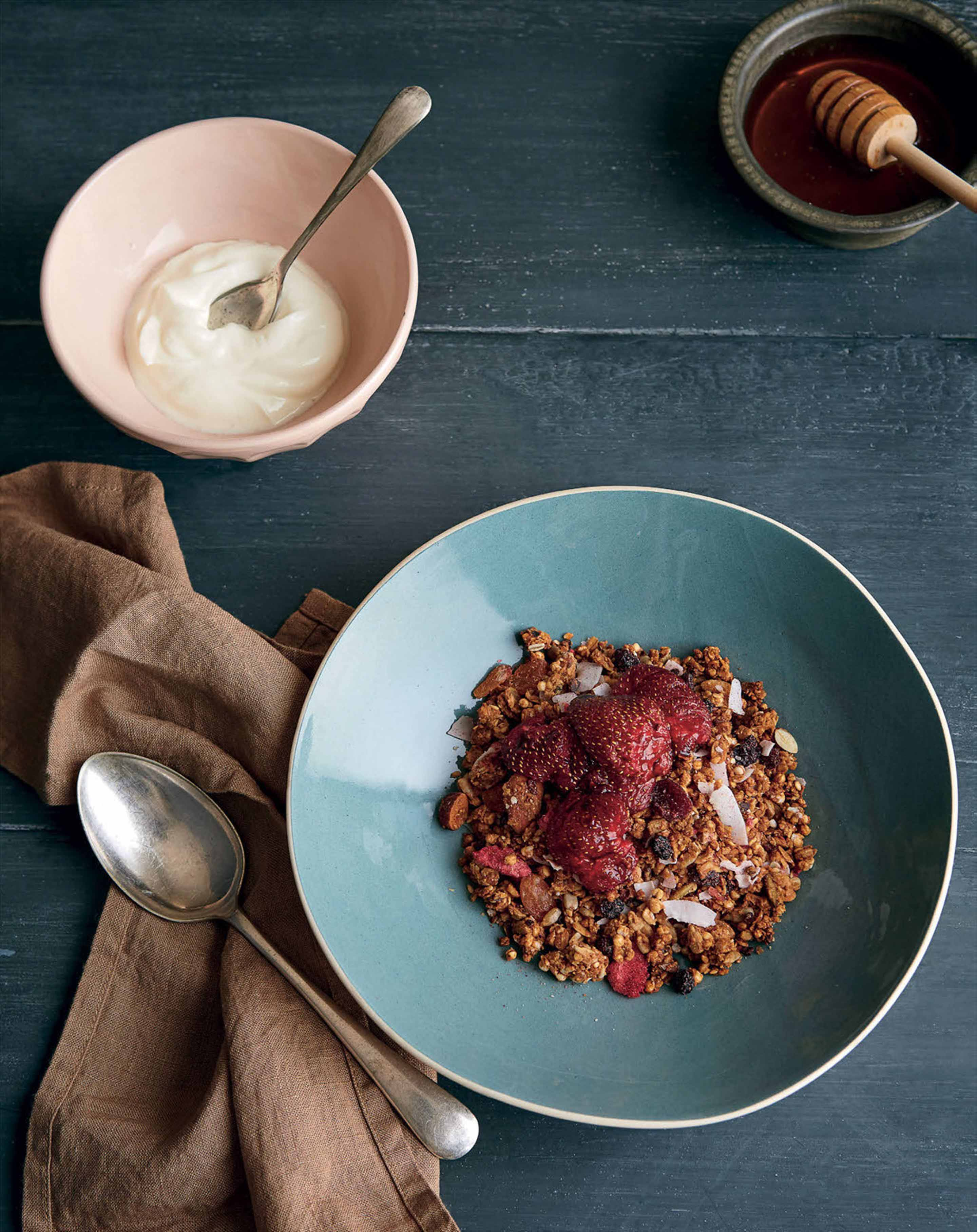 Honey-baked granola with yoghurt and roasted strawberries