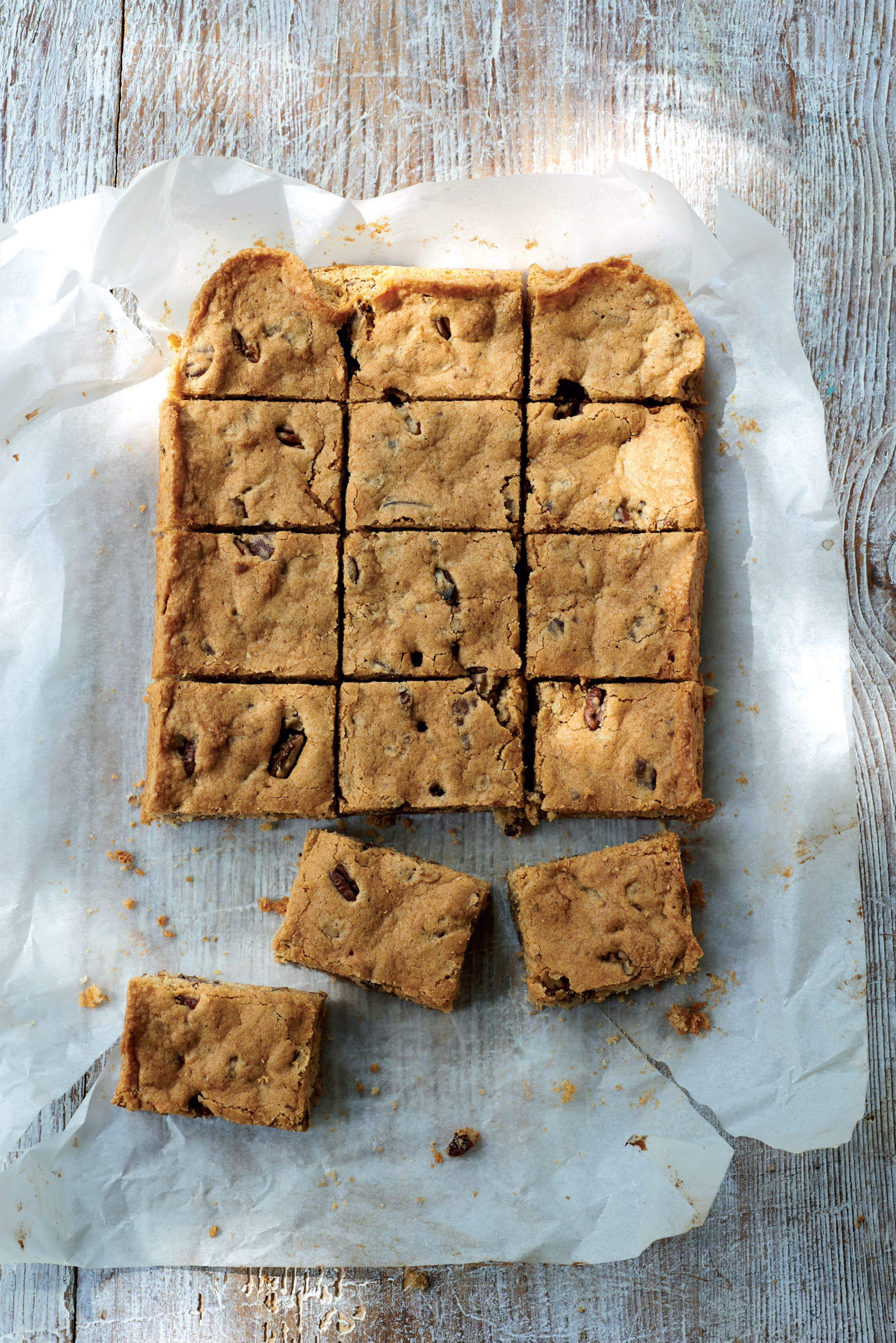 Pecan fudge blondies