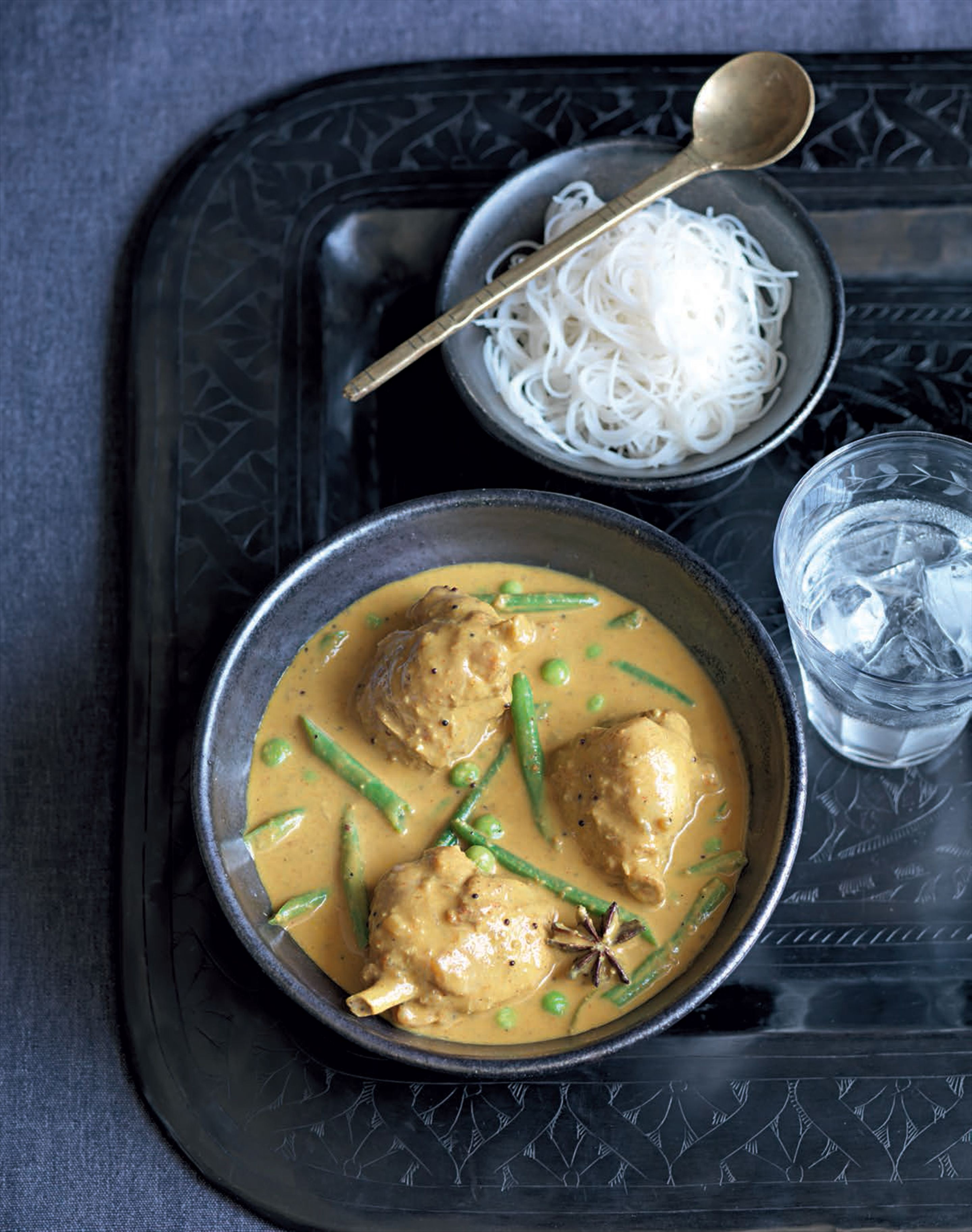 Chicken and vegetables in an aromatic coconut sauce