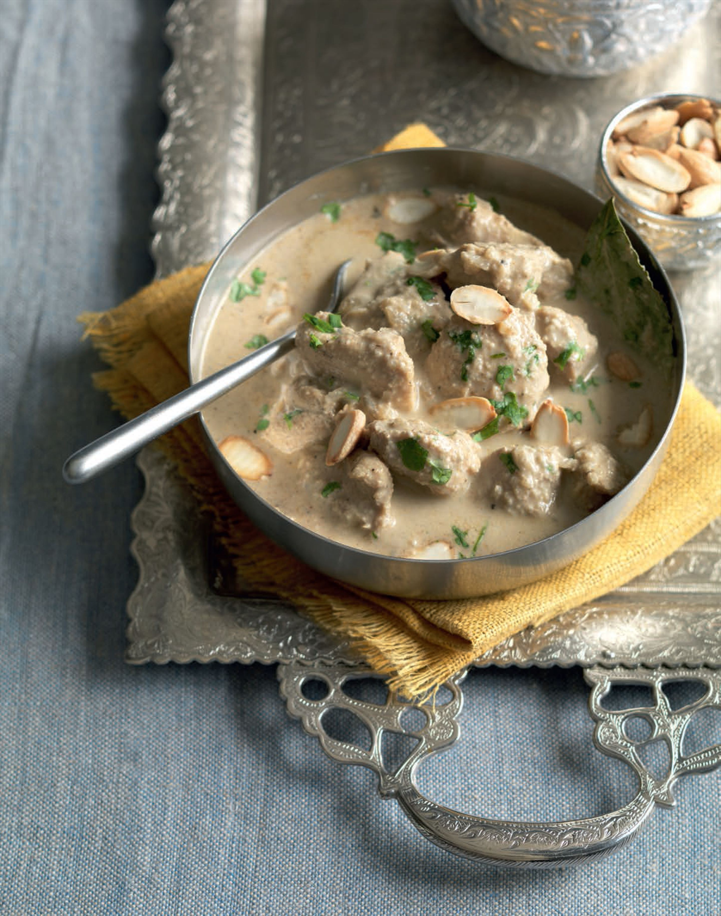Creamy almond chicken curry