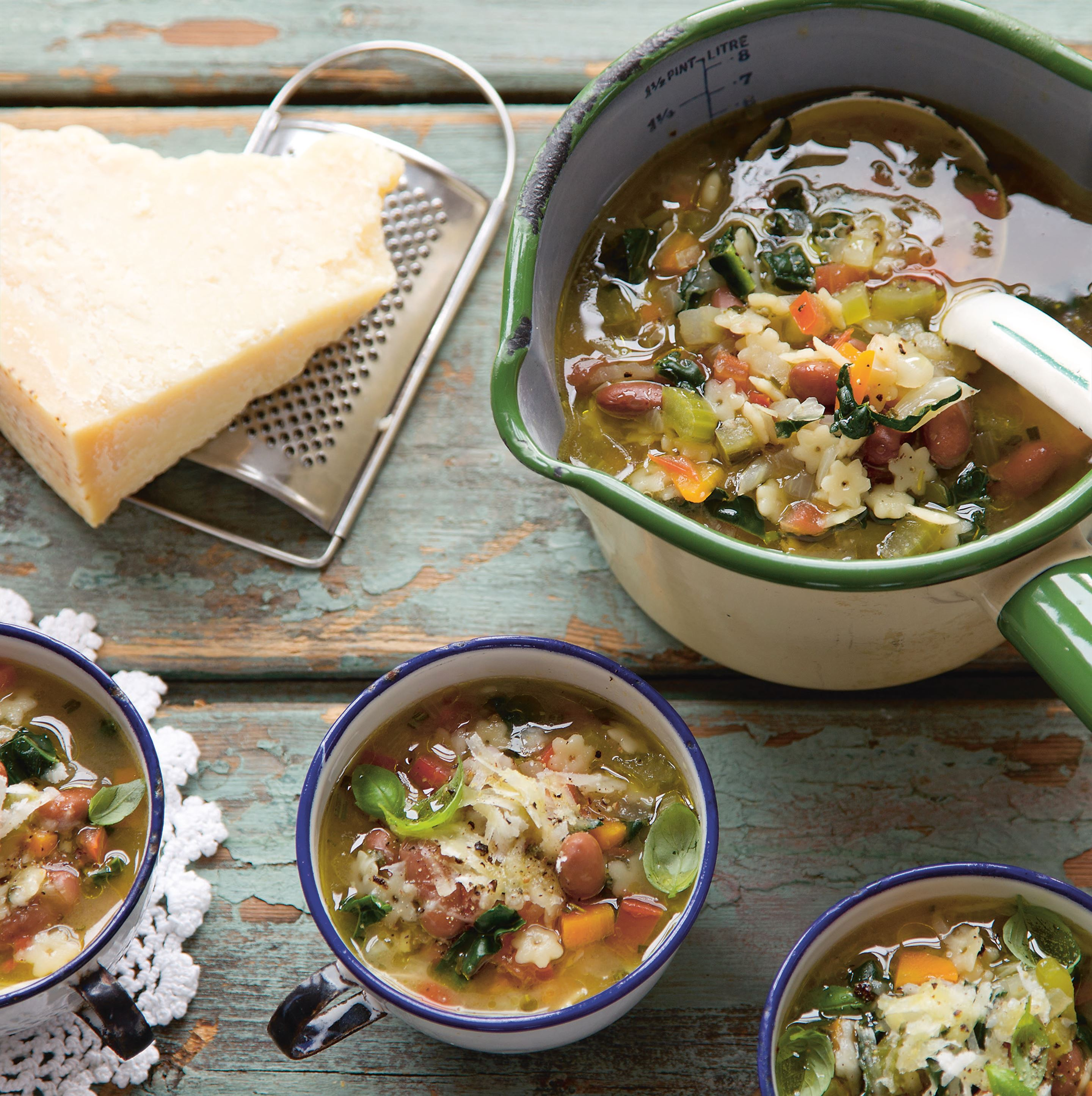 Minestrone soup cups