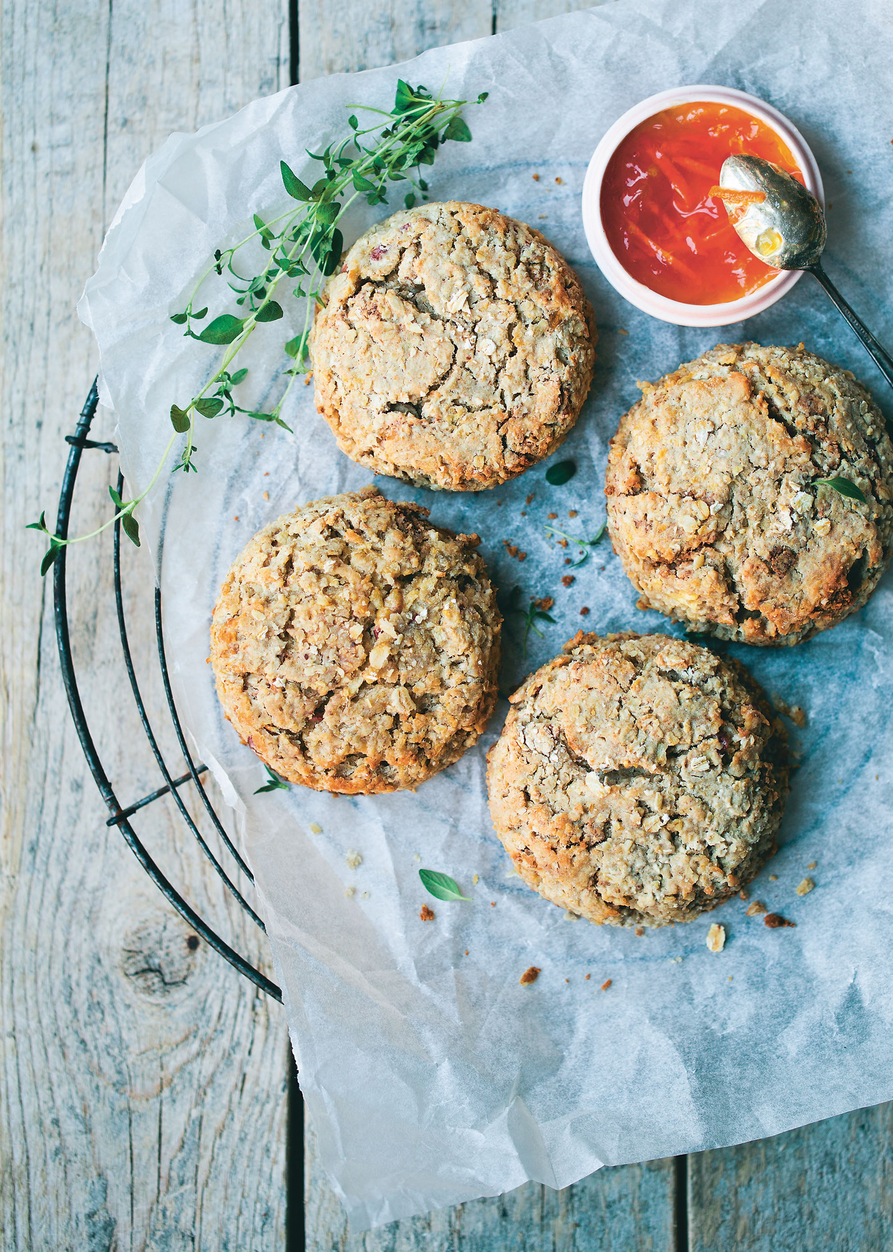 Apple and oat scones