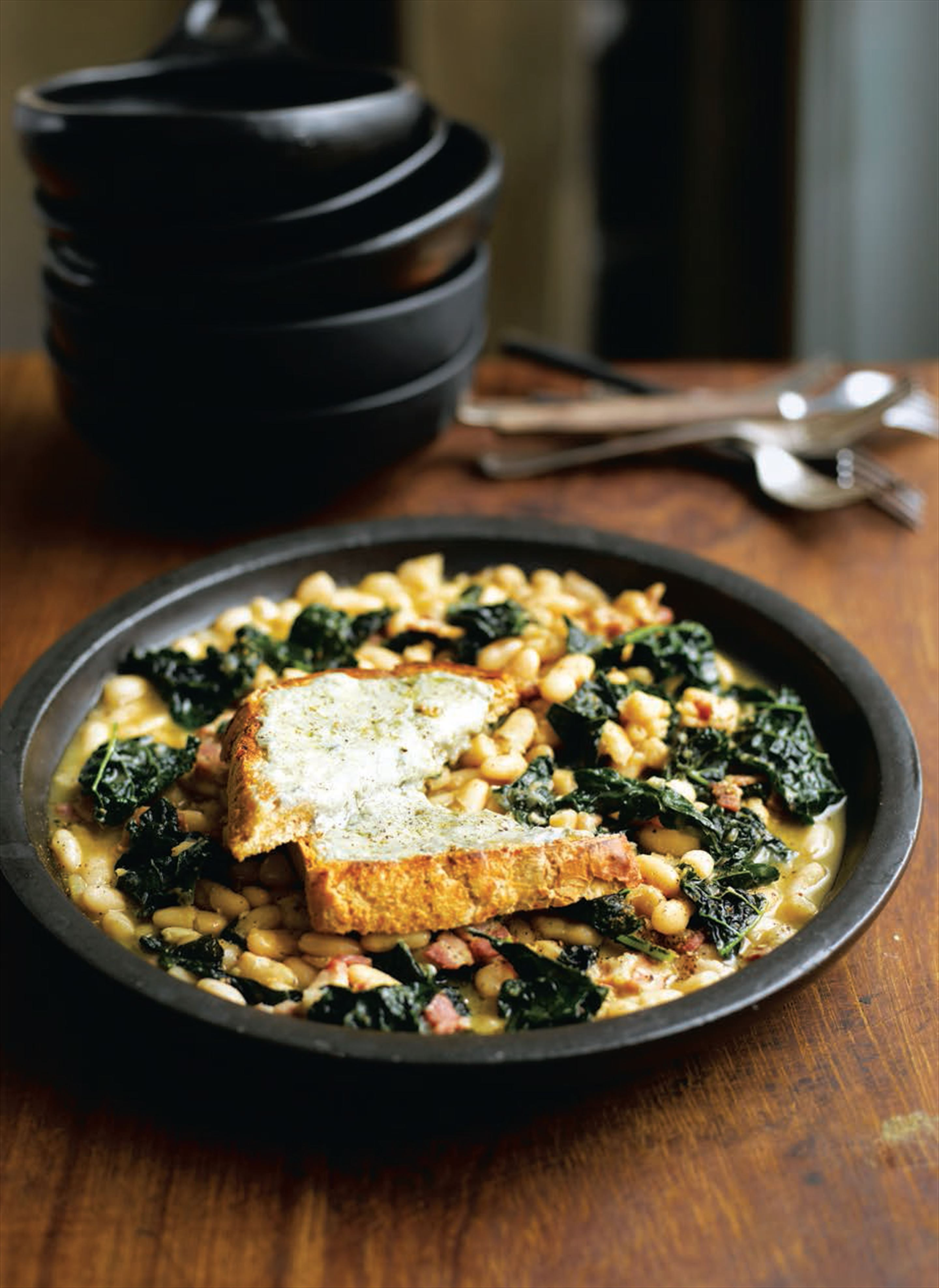 Cavolo nero and cannellini beans with Gorgonzola toasts
