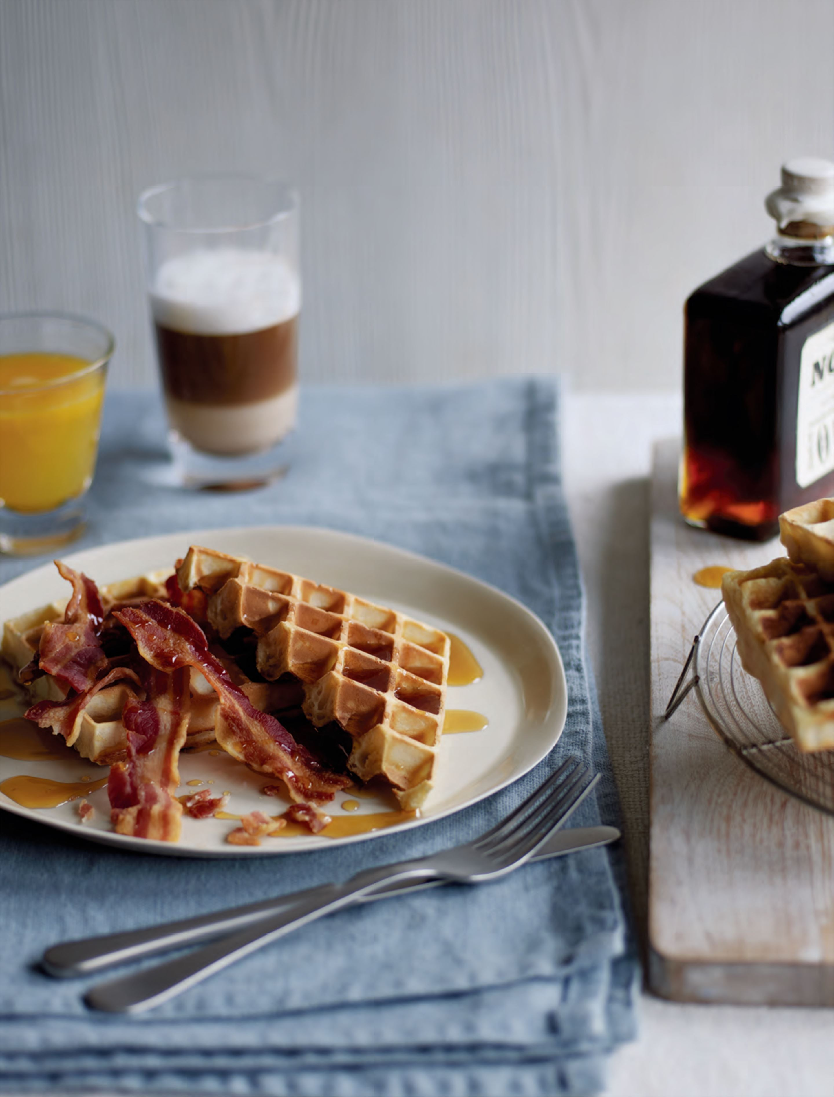 Waffles with bacon & maple syrup