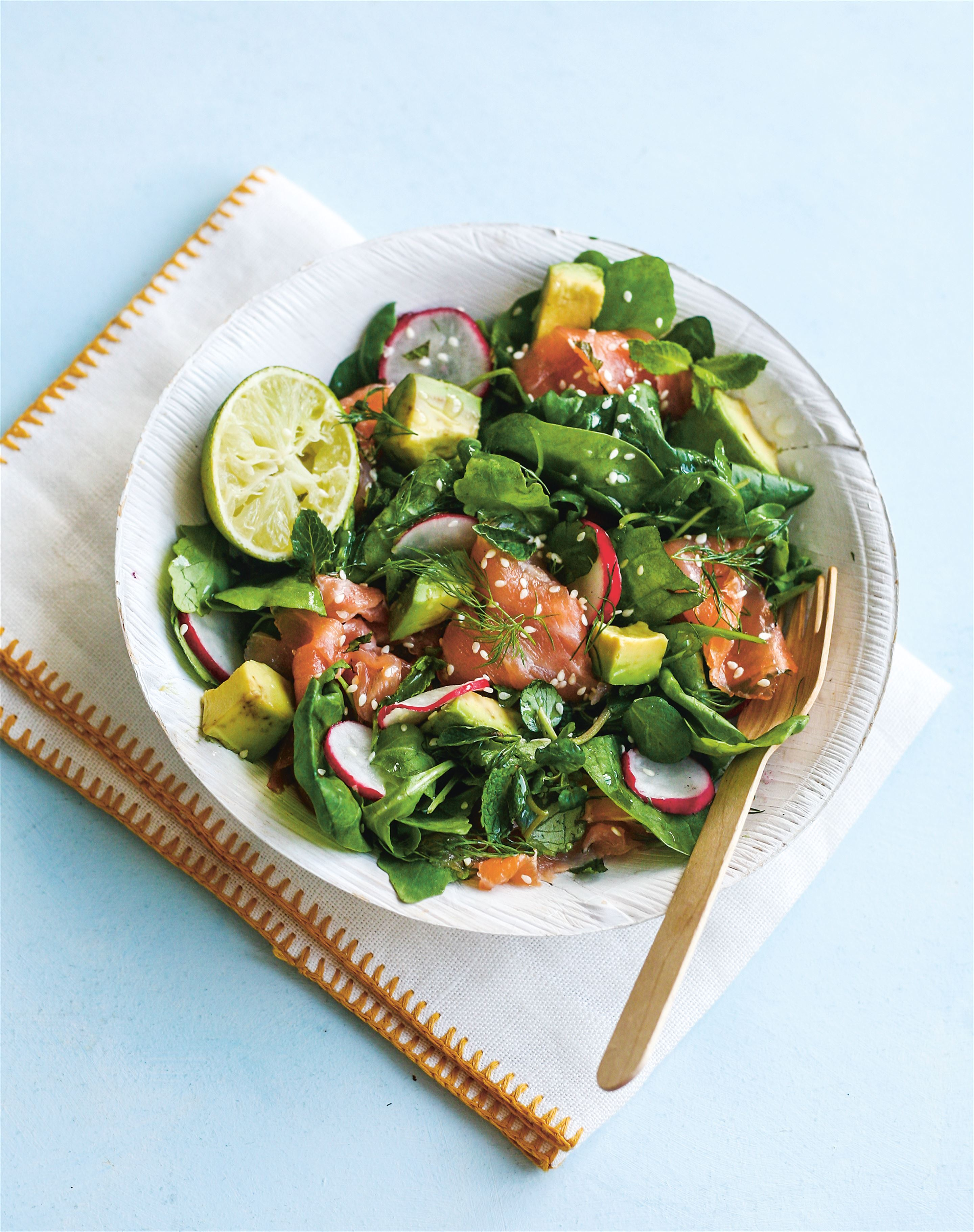 Smoked salmon with avocado & green leaf salad