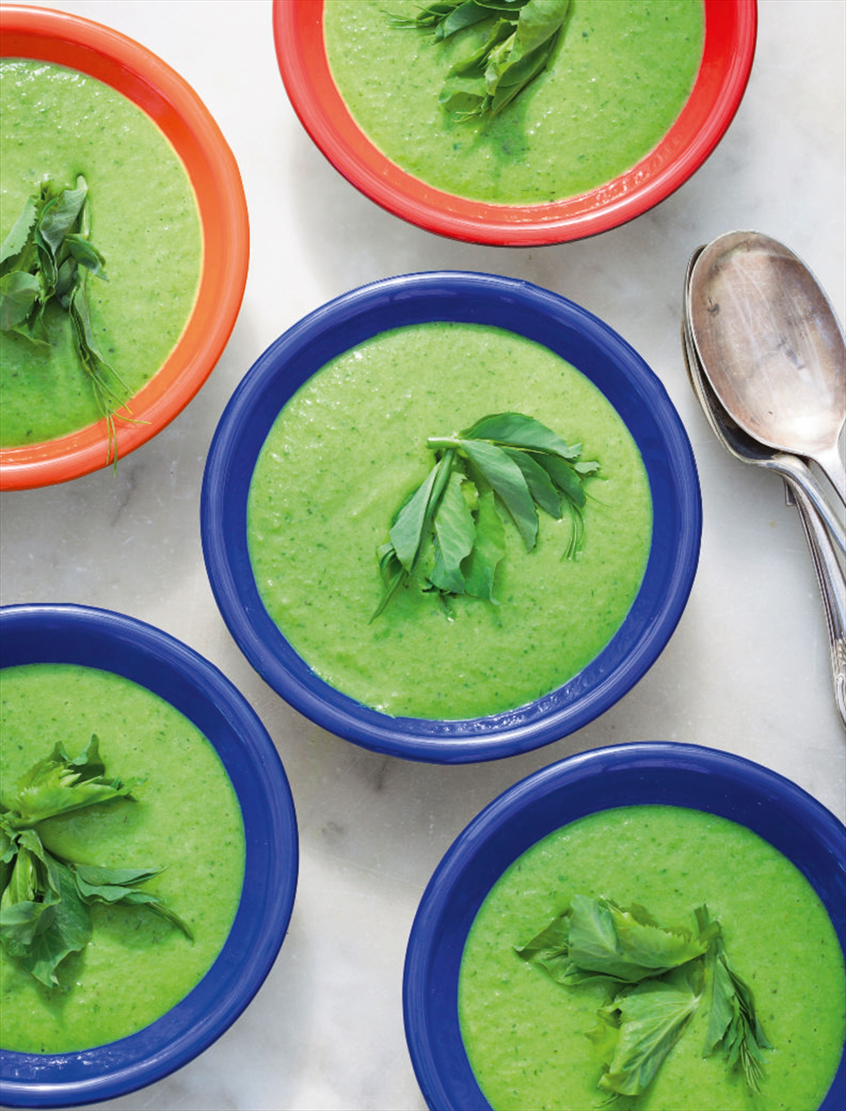 Pea soup with mint and dill