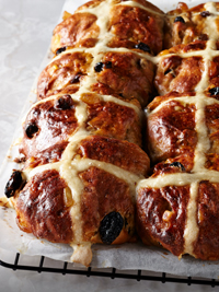 The joys of home-baked hot cross buns, and the pursuit of perfection