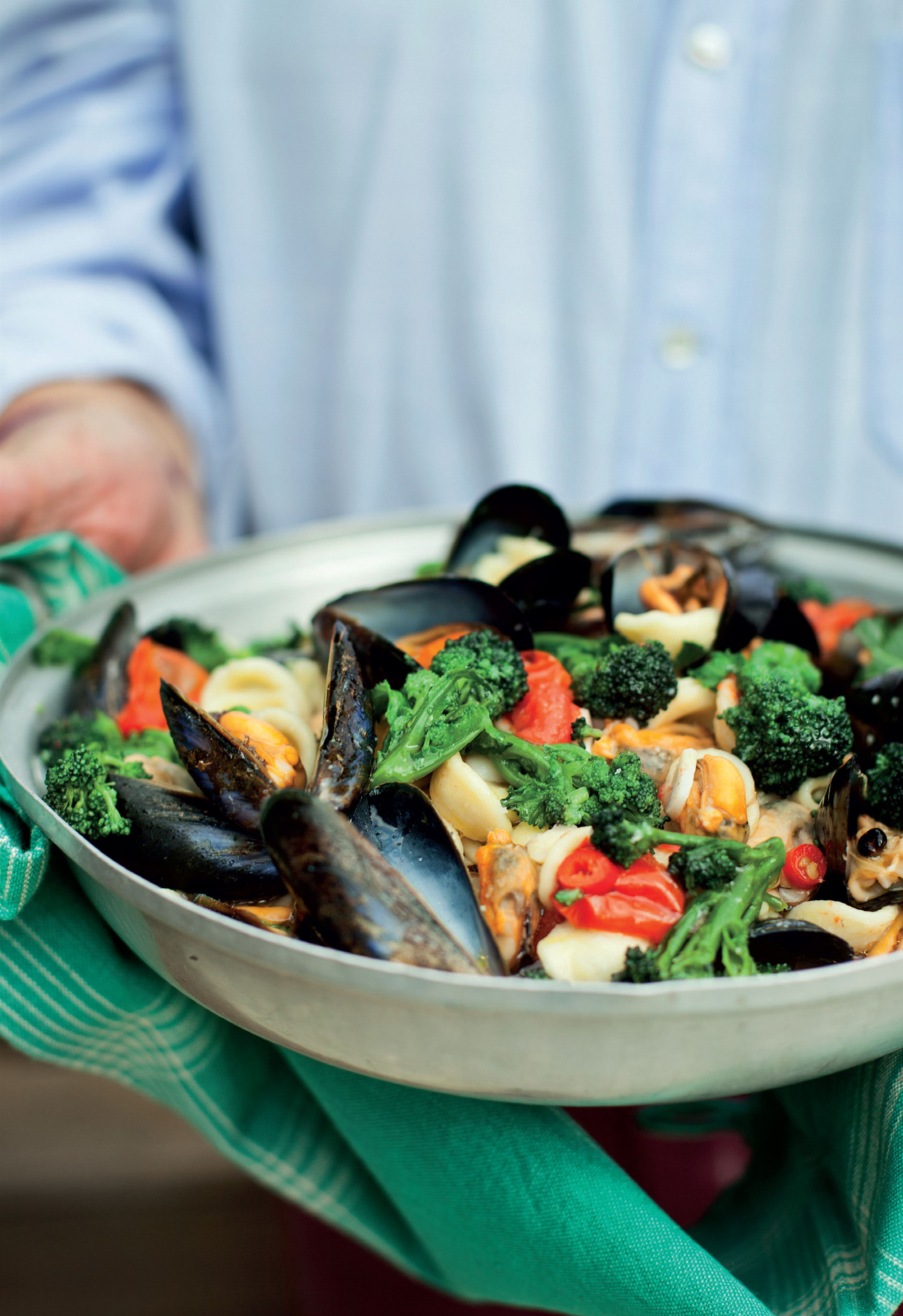 Ear-shaped pasta with broccoli and mussels