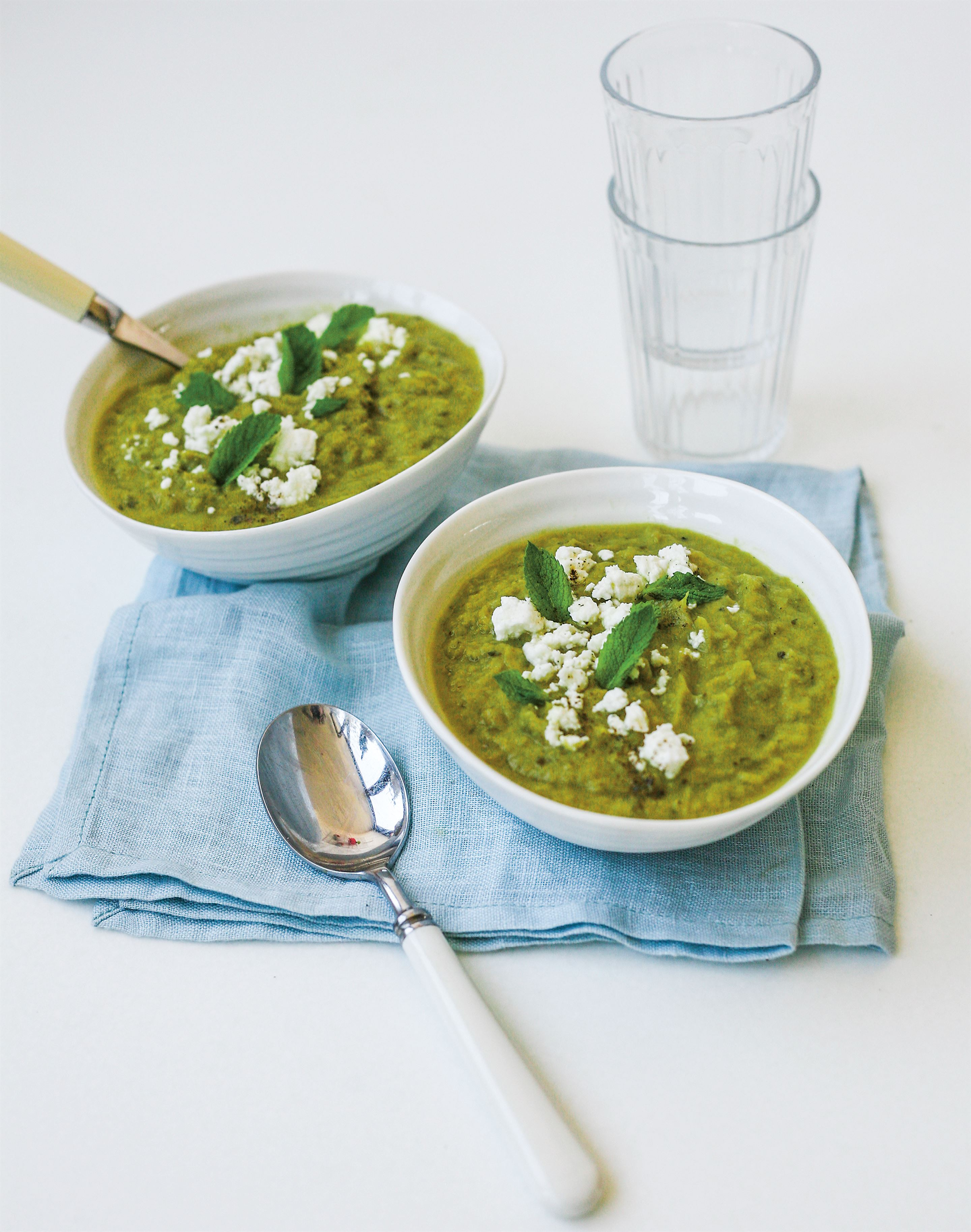 Roast leek, pea & mint soup